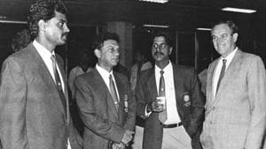 Abbas Ali Baig (second from left) was the manager of the Indian cricket team.(Hindustan Times/File)