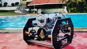 Engineering students develop free-swimming Autonomous Underwater Vehicle