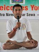 Australia's leading yoga guru Rajendra Damodara Yenkannamoole imparting life skills to schoolchildren in Mohali on Wednesday.(Gurminder SIngh/HT)