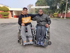 Army veterans Mohammad Latief Bhat and Ajit Kumar Shukla who forged their friendship over basketball.(HT PHOTO)