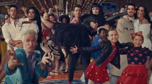 What AMan Gotta Do: Priyanka Chopra-Nick Jonas, Joe-Sophie Turner, Kevin-Danielle recreate iconic Hollywood moments
