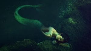 'Mermaid descendants' of China weave final garments from skin of fish