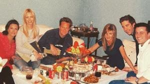 Courteney Cox shares throwback pic of 'last supper' with Friends cast before series finale, Jennifer Aniston reacts