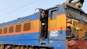 The loco pilot backed the train for over 500 metre to pick the unconscious person.(Twitter/@PiyushGoyal)