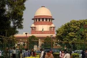 The Supreme Court asked telecom companies to explain why contempt proceedings should not be initiated against them.(Amal KS/HT PHOTO)