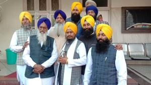 Akal Takht acting jathedar Giani Harpreet Singh (centre, first row) outside the Akal Takht secretariat in Amritsar before leaving for Pakistan on Wednesday for taking part in a function at Nankana Sahib.(Sameer Sehgal/HT)