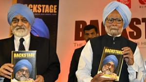 Manmohan Singh at the release of Montek Singh Ahluwalia's latest book 'Backstage'(HT Photo by Sanjeev Verma)
