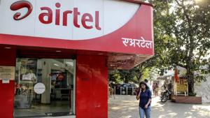 Mittal said Airtel is committed to complying with the Supreme Court order on adjusted gross revenue (AGR) dues.(Bloomberg File Photo)