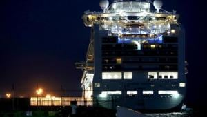Some of the passengers with no infection began leaving the ship on Wednesday (Feb 19th) after the end of a two-week quarantine period that failed to stop the spread of the virus among passengers and crew.(REUTERS)