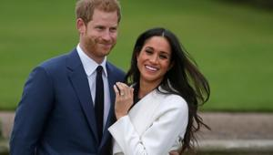 Britain's Prince Harry stands with his wifeMeghan Markle(AFP photo)