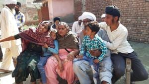 Maninder Singh's wife Amandeep (extreme left) mourning with their two children and his elderly parents at Uplana village in Karnal district on Monday.(HT Photo)