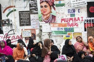 Anti- CAA murals and art works form the background of the ongoing sit-in at Nagpada in Mumbai.(Satyabrata Tripathy / HT Photo)
