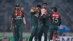 Bangladesh's cricketers celebrate the dismissal of Zimbabwe's Donald Tiripano.(AFP)