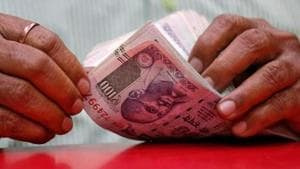 The increase in dearness allowance will cost the Centre an additional Rs 14,595 crore.(REUTERS FILE PHOTO.)