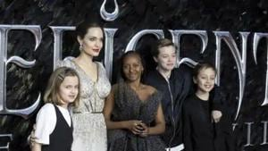Angelina Jolie poses with her children at the Maleficent: Mistress of Evil premiere.