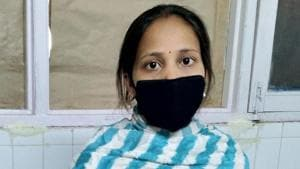 The 25-year-old Sarita Devi was made to wait outside an ESI hospital in Baddi for four hours after which the hospital reluctantly agreed to arrange for transport to ferry her to Chandigarh on Wednesday.(HT PHOTO)