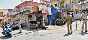 The congested locality under the Wakad police station in Pimpri-Chinchwad which was sealed by the police on late Thursday night after two Covid-19 positive cases surfaced here. People living here are industrial workers, petty businessmen, fruits and vegetables vendors.(HT PHOTO)