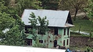 The encounter in Handwara had started at 3.30 pm when a joint team of the Rashtriya Rifles and Kashmir police surrounded the house a short distance from Kupwara.(ANI)