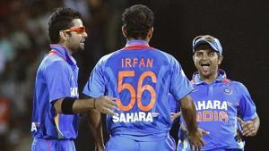 Suresh Raina (R), Virat Kohli (L) and Irfan Pathan celebrate taking the wicket of Sri Lanka's Tillakaratne Dilshan during their Twenty20 cricket match in Pallekele.(Reuters)