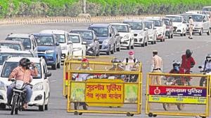 Borders connecting the two cities were sealed in the last week of April and the entry of only those engaged in essential services, carrying valid passes, were allowed.(Yogendra Kumar/HT file photo)