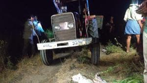 The tractor in which 15 people were travelling at the site of the accident n Andhra Pradesh's Prakasam district.(HT PHOTO)