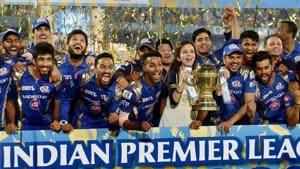 Mumbai Indians team with the IPL trophy.(PTI)