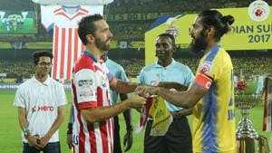 Jordi Figueras Montel of Atletico de Kolkata FC (left) Sandesh Jhingan of Kerala Blasters FC (right).(ISL / SPORTZPICS)