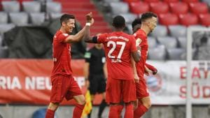 Bayern Munich see off Frankfurt fightback to stay four points clear