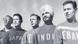 The former India skipper (2nd from R) during the captains' presentation at the 1952 Helsinki Olympics(AFP)