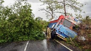 Experts said Mumbai remained largely unaffected as the landfall, initially expected to be 16km away in Alibag, deviated 75km from the coastal resort town.(AFP)