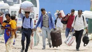 The number of migrants returning to Bihar, Jharkhand, Uttar Pradesh and Madhya Padesh has been steadily falling over the last few days.(Sunil Ghosh/HT Photo)