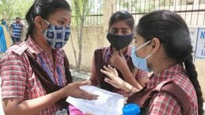 The West Bengal government is planning to introduce lessons of Covid-19 in the school syllabus from 2021. Discussions have already started in this regard, a top official said.(HT file)