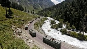 An Indian Army convoy moves along a highway leading to Ladakh, at Gagangeer in Kashmir's Ganderbal district.(Reuters File Photo)