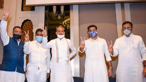 From left- AICC general secretary Avinash Pandey, party's Rajya Sabha candidate KC Venugopal, Rajasthan chief minister Ashok Gehlot, Deputy CM Sachin Pilot and party leader Randeep Surjewala show victory sign during a press conference in Jaipur.(PTI)
