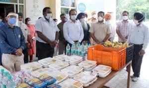 Deputy commissioner Varinder Sharma (third from left) visited the Ludhiana Civil Hospital on Monday.(Hindustan Times)