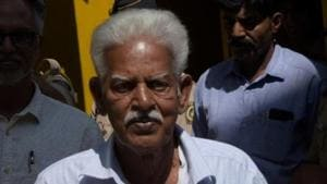 Varavara Rao, accused related in Elgar Parishad, Bhima Koregaon case, escorted by Mumbai police as taken from the Arthur road jail to the session court for the court hearing, in Mumbai.(HT file photo)