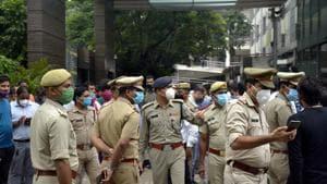 Police personnel seen outside Yashoda Hospital as the news of journalist Vikram Joshi's death broke out, in Nehru Nagar, Ghaziabad.(Sakib Ali /Hindustan Times)