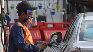 A petrol pump employee wearing a face shield while attending to a customer in Wazirpur, New Delhi.(HT photo)