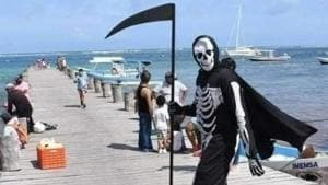 Grim Reaper spotted in Puerto Morelos, Mexico; asks people to stay home