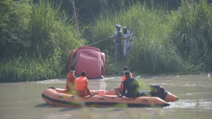 NDRF personnel are helping in search for the three missing men.(Sakib Ali / HT Photo)