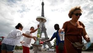 Covid-19:Paris imposes face masks for outdoor markets, River Seine strollers