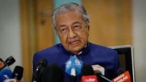 Malaysia's former Prime Minister Mahathir Mohamad speaks during a news conference in Kuala Lumpur.(Reuters)