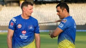Michael Hussey in conversation with MS Dhoni.(Image Courtesy: IPL)