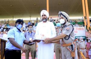 Punjab finance minister Manpreet Singh Badal, who is without a mask, being greeted by deputy commissioner B Srinivasan and Bathinda range inspector general of police Jaskaran Singh, while SSP Bhupinder Jit Virk (standing behind in green mask) looks on during the Independence Day function on Saturday. SSP Virk tested positive for Covid-19 on Monday.(HT file photo)