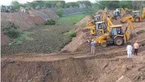Earthmovers filling the Sutlej-Yamuna Link (SYL) Canal near Rajpura in Punjab. To enable Haryana to use its share of the waters of the Sutlej river and its tributary, Beas, a canal linking the Sutlej with the Western Yamuna Canal, cutting across the state was planned.(HT file photo)