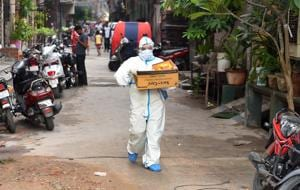 A health worker carries a box of coronavirus testing kits in New Delhi in this file photo. India reported 5,814 deaths in a week from August 16 to August 22, with more than 900 people dying every 24 hours on average.(Mohd Zakir/ HT Photo))