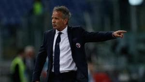 Bologna FC head coach Sinisa Mihajlovic gestures during the Serie A match.(Getty Images)