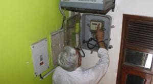 People in Maharashtra were flooded with inflated power bills for the months of April, May and June.(HT PHOTO)
