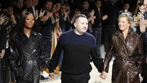 FILE - In this Jan.18, 2018 file photo, designer Kim Jones, centre, accepts applause as he walks with models Kate Moss, right, and Naomi Campbell after his Louis Vuitton men's Fall-Winter 2018/2019 fashion collection presented in Paris. Rome fashion house Fendi announced Wednesday, Sept. 9, 2020 that Kim Jones is taking over from the late Karl Lagerfeld as creative director of haute couture, ready-to-wear and fur collections. Jones will take on the Fendi duties while staying on as artistic director of Dior Homme.(AP)
