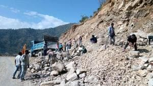 The Supreme Court on Tuesday ruled the width of the highway shall not exceed the 5.5 metres that the Union road transport and highways ministry specified in 2018 for under-construction roads in mountainous terrain.(HT Photo)